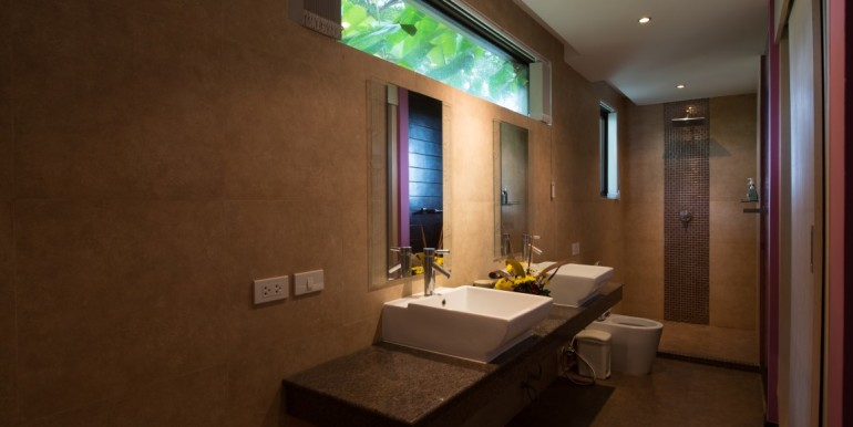 TH B12 ensuite (Medium)