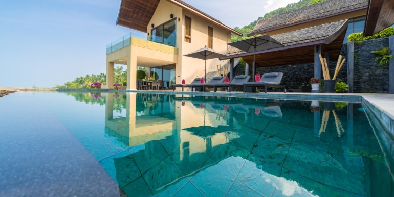 Tiga pool view (Medium)
